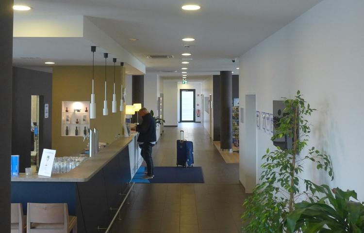 Stuckateur Kaufmann Gerüstbau Trockenbau Holiday Inn 08